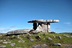 Dolmen, Burren, Irland Royaltyfri Fotografi
