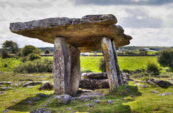 Dolmen de Polnabrone en Burren Imagenes de archivo