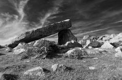 Dolmen di Coetan Arthur, luogo di sepoltura antico Immagine Stock Libera da Diritti