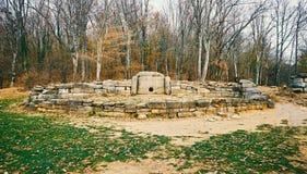 Dolmen di pietra antico in Caucaso occidentale del nord, Russia Fotografia Stock