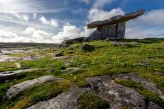 Dolmen di Poulnabrone, Burren, Co Clare, Irlanda Immagini Stock