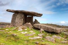 Dolmen di Poulnabrone in Irlanda. Immagine Stock