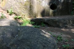 Dolmen en rotstekening stock afbeeldingen