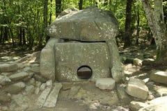 Dolmen i den Krasnodar regionen. Arkivfoton