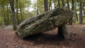 Dolmen Pierre Procureuse, voorhistorische steenstructuur in Normandië, PAN stock video