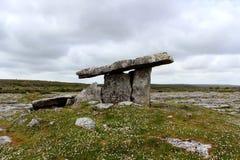 Dolmen Poulnabrone στο Burren, Ιρλανδία στοκ εικόνα με δικαίωμα ελεύθερης χρήσης