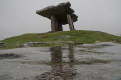 Dolmen Poulnabrone τάφος σε Burren Irleland, Στοκ εικόνες με δικαίωμα ελεύθερης χρήσης