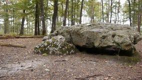 Dolmenla Grosse Pierre, voorhistorische structuur in Normandië, PAN stock footage