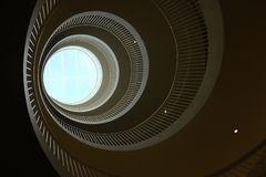 Dolny widok ślimakowaty schody Zdjęcia Royalty Free