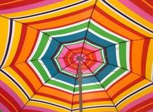 Dolny widok kolorowy parasol Fotografia Royalty Free