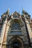 Dolny widok na kościół katolickim St Elisabeth, kościół St Olha i Elizabeth Fotografia Stock