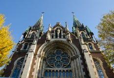 Dolny widok na kościół katolickim St Elisabeth, kościół St Olha i Elizabeth Obrazy Stock