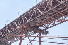 Dolny widok struktura zawieszenie most obrazy stock