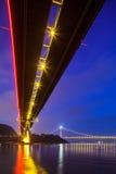 Dolny widok zawieszenie most zdjęcie royalty free