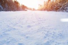 Dolny widok zimy droga zakrywająca z śniegiem Fotografia Royalty Free