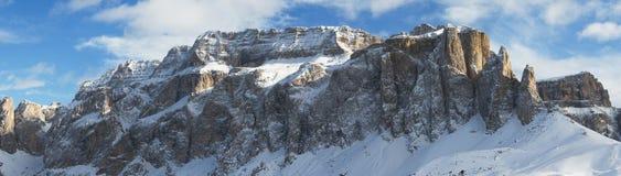 Dolomías del panorama de la montaña del invierno fotos de archivo