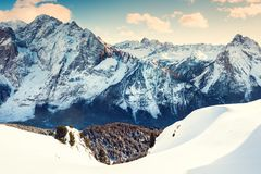 Dolomías en el día soleado del invierno, Val di Fassa, Italia Imágenes de archivo libres de regalías