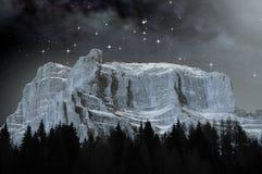 Dolomías en una noche estrellada Foto de archivo libre de regalías