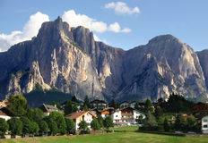 Dolomías, montaje Sciliar, Italia Imagenes de archivo