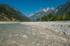 Dolomia della valle di Ansiei del fiume Immagini Stock