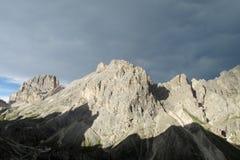 Dolomia delle montagne delle alpi dopo la tempesta della pioggia Immagini Stock Libere da Diritti