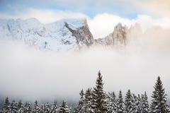 Dolomia di inverno al tramonto nebbioso Fotografia Stock