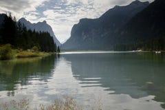 Dolomia Italia di Dobbiaco del lago Fotografie Stock