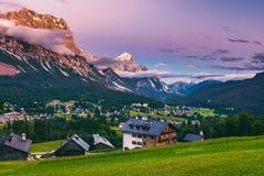 Dolomia maestose catena montuosa, valle con il dolom del sud del Tirolo Immagine Stock Libera da Diritti