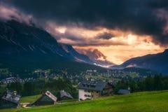 Dolomia maestose catena montuosa, valle con il dolom del sud del Tirolo Immagini Stock Libere da Diritti