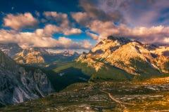 Dolomia maestose catena montuosa, valle con il dolom del sud del Tirolo Fotografie Stock