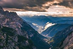 Dolomia maestose catena montuosa, valle con il dolom del sud del Tirolo Fotografia Stock Libera da Diritti