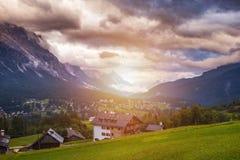 Dolomia maestose catena montuosa, valle con il dolom del sud del Tirolo Immagini Stock