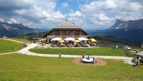 Dolomiet, Alta Badia, Sud Tirol, Itali? Pralongia brengt in de zomertijd onder stock afbeelding