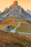 Dolomietbergen Passo Di Giau, Monte Gusela bij achter N Royalty-vrije Stock Foto's