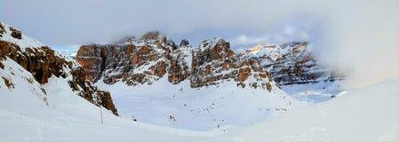 Dolomietbergen van Lagazuoi-rifugio royalty-vrije stock afbeeldingen