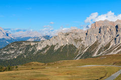 Dolomit góry Passo Di Giau, Monte Gusela przy behind N Zdjęcie Royalty Free