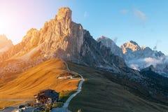 Dolomit góry Passo Di Giau, Monte Gusela przy behind N Obraz Stock