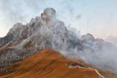Dolomit góry Passo Di Giau, Monte Gusela przy behind N Obrazy Royalty Free