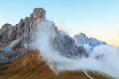 Dolomit góry Passo Di Giau, Monte Gusela przy behind N Fotografia Stock