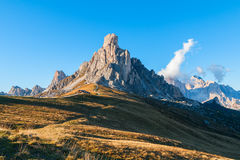 Dolomit góry Passo Di Giau, Monte Gusela przy behind N Zdjęcia Royalty Free