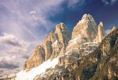 Dolomit, Italien. Schreckliche Ansicht von Alpen-Bergen mit buntem Stockfotos