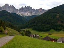 Dolomit mit San- Giovannieinsiedlerei Lizenzfreies Stockbild