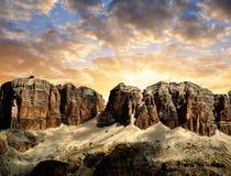 Dolomite nå en höjdpunkt, Sella Royaltyfri Fotografi