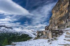 Dolomiteberglandskapet med världskrig ett fördärvar Arkivbild