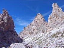 Dolomiten blå himmel för det höga berget Italien Fotografering för Bildbyråer