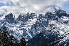 Dolomites av den Brenta Italien vinterpanoramautsikten Royaltyfri Fotografi