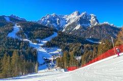 Dolomites bergskedja, Italien royaltyfria bilder
