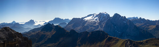 Dolomites de Saas Pordoi de vue de panorama Photographie stock