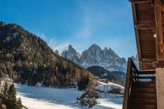 Dolomites e escadas de uma cabana da montanha Fotos de Stock Royalty Free