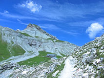 Dolomites Italia do céu da montanha do vale da casa Fotografia de Stock